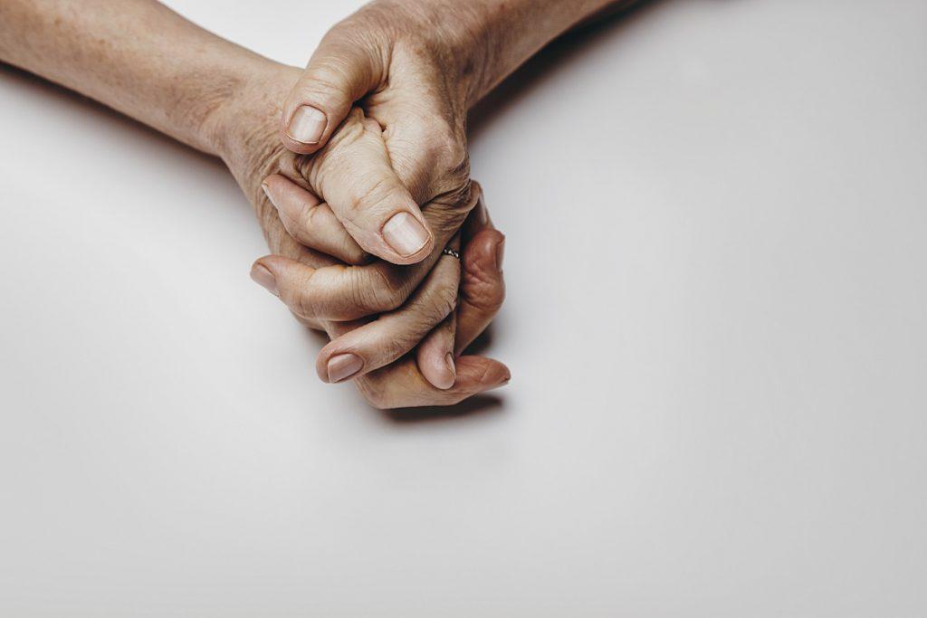 bóle stawów dłoni